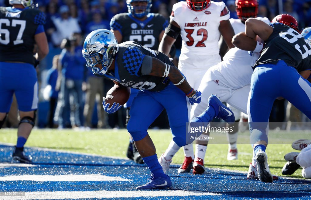 Benny Snell Jr #26 of the Kentucky Wildcats runs for a touchdown against the Louisville Cardinals during the game at Commonwealth Stadium on November 25, 2017 in Lexington, Kentucky.