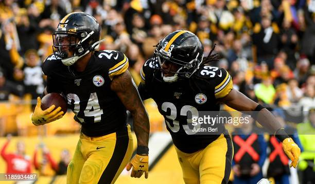 Benny Snell of the Pittsburgh Steelers reacts after a 1-yard touchdown run in the third quarter during the game against the Cleveland Browns at Heinz...