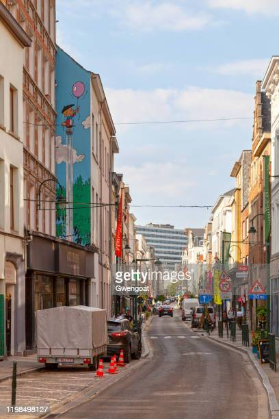 benoit brisefer wall in brussels - gwengoat stock pictures, royalty-free photos & images