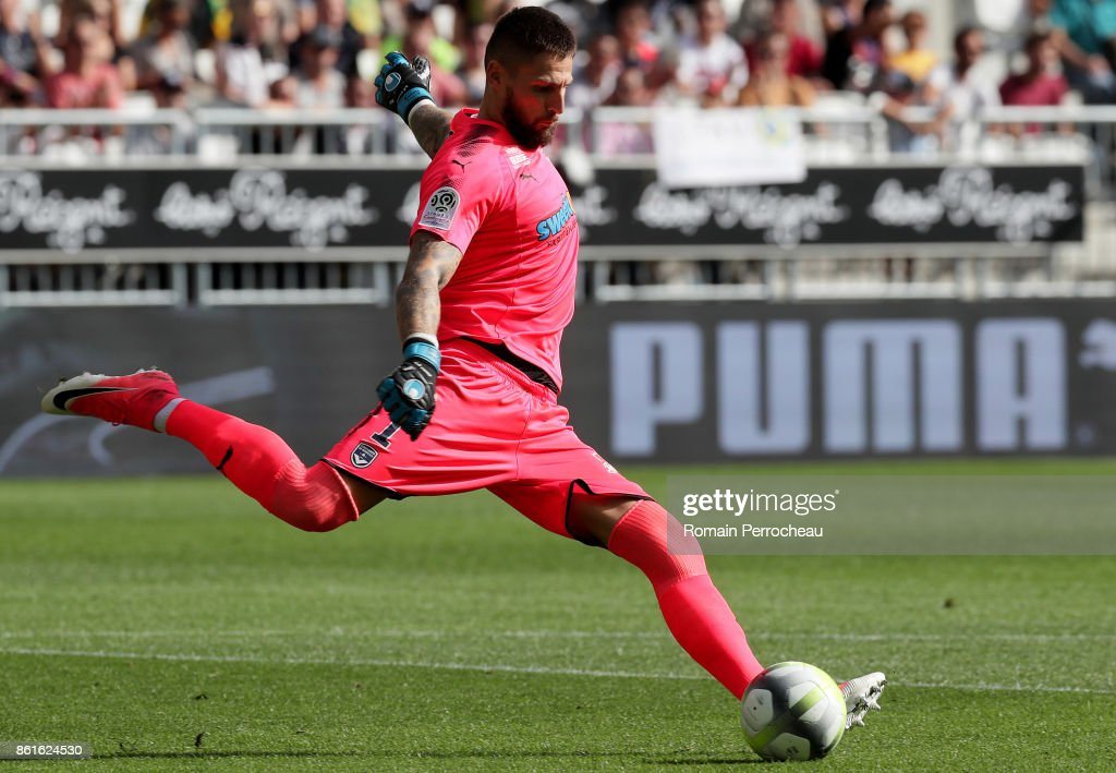Benoit Costil of Bordeaux in action during the Ligue 1 match between FC Girondins de Bordeaux and FC Nantes at Stade Matmut Atlantique on October 15, 2017 in Bordeaux.
