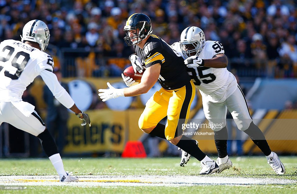 Oakland Raiders v Pittsburgh Steelers : ニュース写真