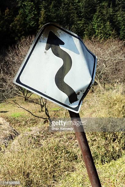 bent curve sign - curved arrows - fotografias e filmes do acervo