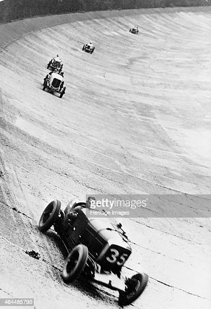 Bentley 65 litre 500 Mile Race Brooklands Surrey 1929 The Bentley of Clive Dunfee and Sammy Davis in action on the Brooklands banking during the 1929...