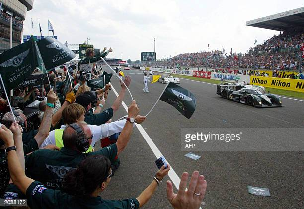 Bentley team celebrates as the Bentley N7 driven by British Guy Smith just crossed the finish line 15 June 2003 at the end of the 24 Hour Le Mans...