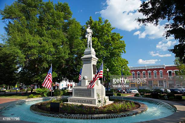 bentonville arkansas square - bentonville stock photos and pictures