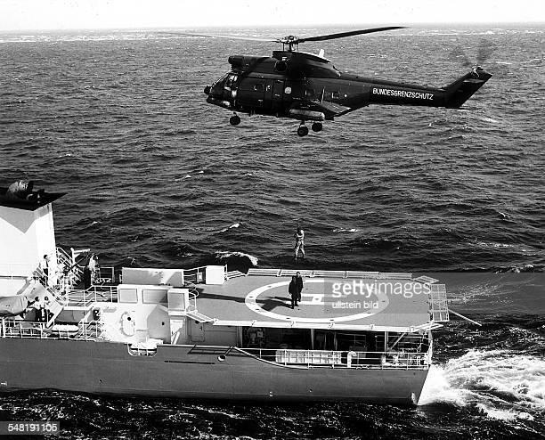 Beobachtungshubschrauber des BGS nach einem Überwachungsflug in der Deutschen Bucht der am meisten befahrenen Schiffahrtsstrasse der Welt Die...