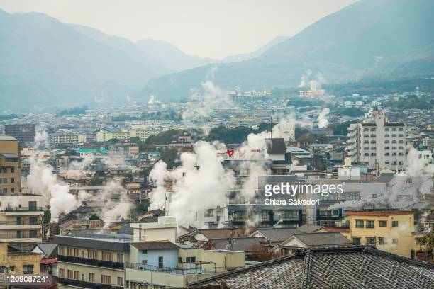 beppu skyline with many steam fumes - 別府市 ストックフォトと画像