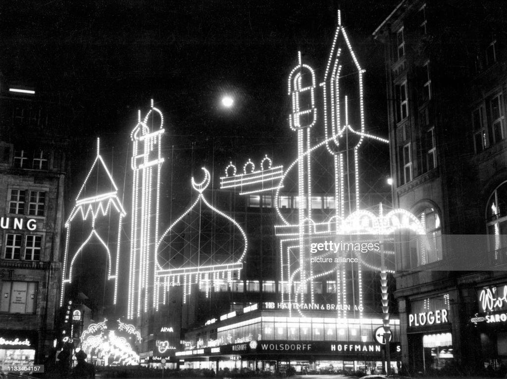 Weihnachtsbeleuchtung Glühlampen.über 60 000 Glühlampen Zaubern Bei Einer Probeschaltung Am Bilder