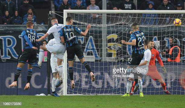 Berat Djimsiti of Atalanta BC scores his goal during the Serie A match between Atalanta BC and FC Internazionale at Stadio Atleti Azzurri d'Italia on...