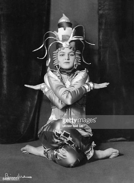 Berber Anita Dancer Actress Germany*10061899 as Binga van der Wal Photographer Atelier Binder Published by 'Die Dame' 09/1917Vintage property of...