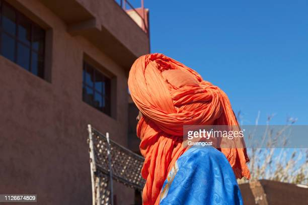 berber in traditional costume at aït benhaddou - gwengoat stock pictures, royalty-free photos & images