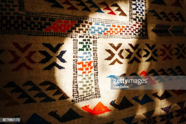 berber kilim rug - amazigh photos et images de collection