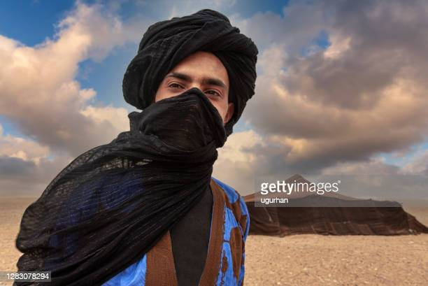 berber people in sahara desert, morocco. - tuareg tribe stock pictures, royalty-free photos & images