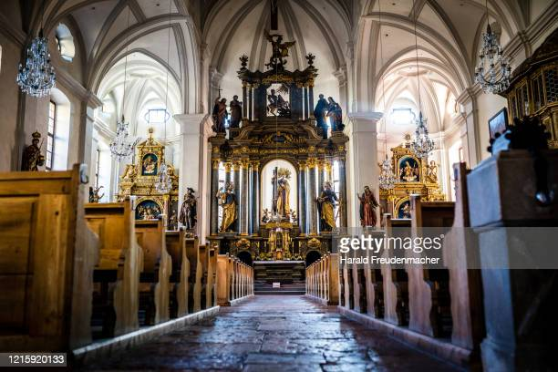 berchtesgadener kirche von innen - kirche stock pictures, royalty-free photos & images