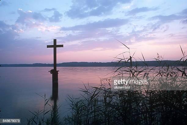 Gedenkkreuz im See für König Ludwig II 2000