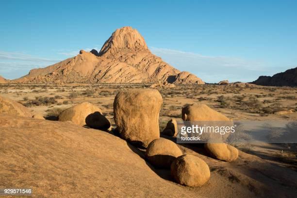 berg spitzkoppe - namibia - erongo stock photos and pictures