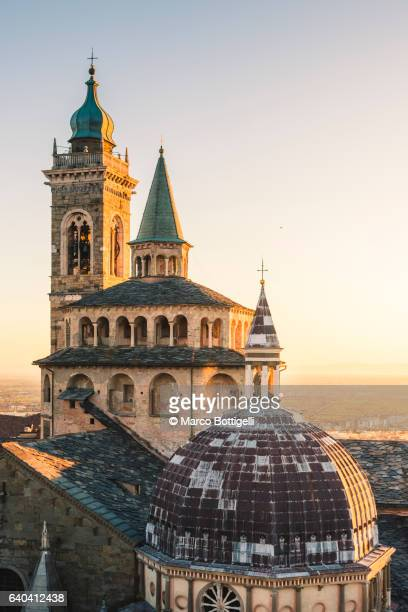 bergamo, lombardy, italy. view of the cityscape and saint mary major basilica. - bergamo alta foto e immagini stock
