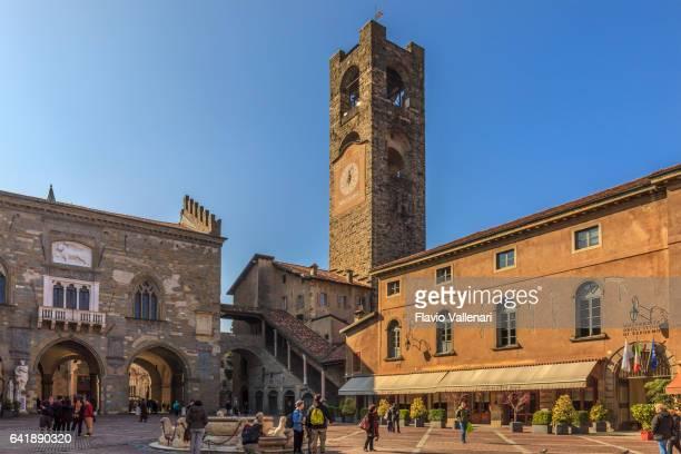 bergamo, piazza vecchia - italy - bergamo stock pictures, royalty-free photos & images