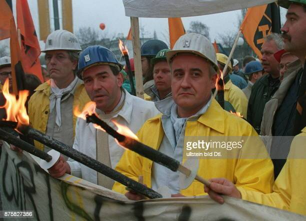 Bergarbeiter demonstrieren in Bonn gegen den Abbau von Subventionen und Arbeitsplätzen im Steinkohlebergbau