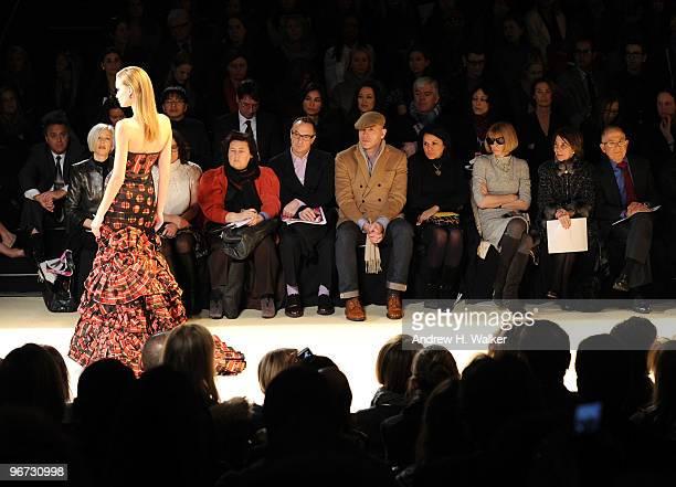 Bergdorf Goodman Senior Vice President of Fashion Linda Fargo and Editorinchief of American Vogue Anna Wintour attend the Carolina Herrera Fall 2010...