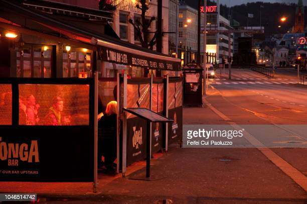 bergen city at night in western norway - feifei cui paoluzzo stock pictures, royalty-free photos & images