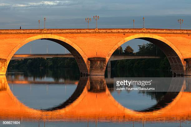 bergerac old bridge - ベルジュラック ストックフォトと画像
