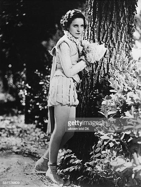 Bergner Elisabeth Actress Austria Scene from the movie 'Dona Juana'' Directed by Paul Czinner Germany 1927 Produced by PoeticFilm GmbH Vintage...