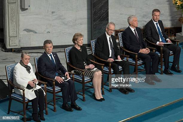 Berit Reiss-Andersen of Norway, President Juan Manuel Santos of Colombia, Inger-Marie Ytterhorn of Norway and Henrik Syse of Norway, Thorbjørn...