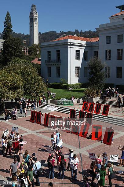 Berkeley students display a sign in front of Sproul Hall on the UC Berkeley campus on September 24 2009 in Berkeley California Thousands of students...