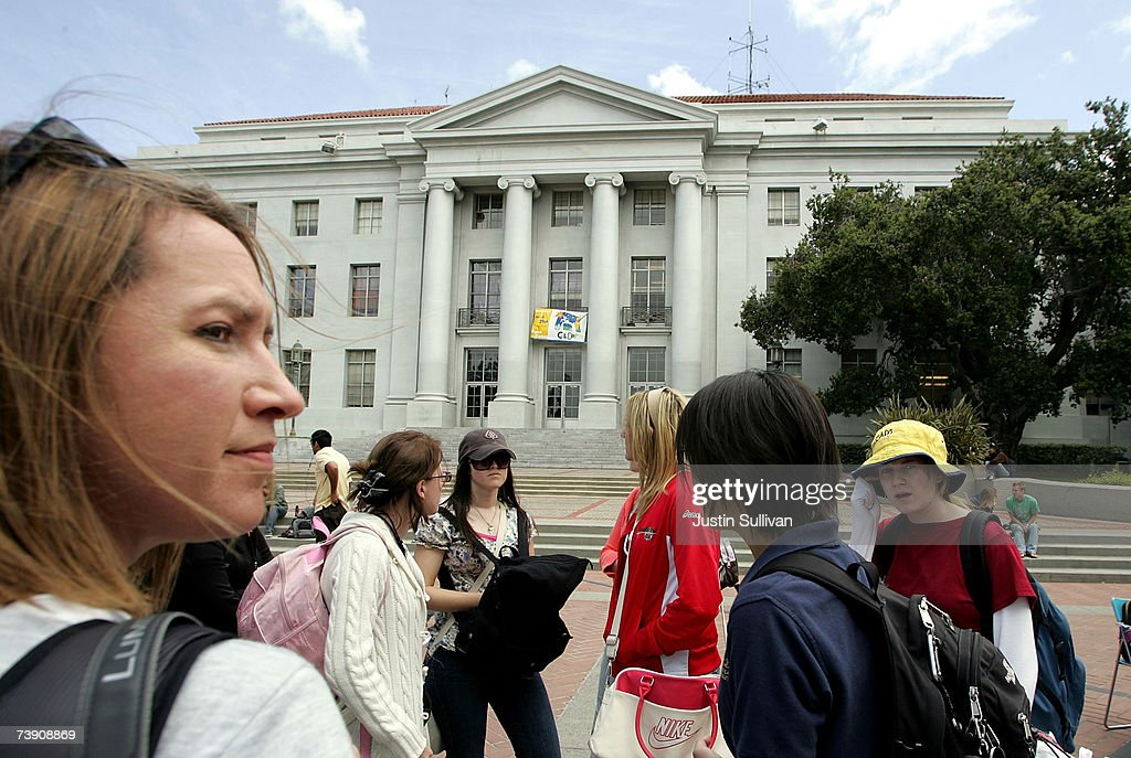U.S. Campus Security Scrutinized In Wake Of Virginia Tech Tragedy : News Photo