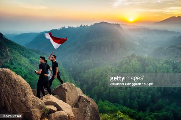 berkibarlah benderaky merah puti - puti stock photos and pictures
