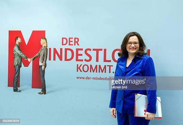 Berlin Bundesarbeitsministerin Andrea Nahles in der Bundespressekonferenz sie spricht über Das Tarifpaket der Bundesregierung und den Mindestlohn...