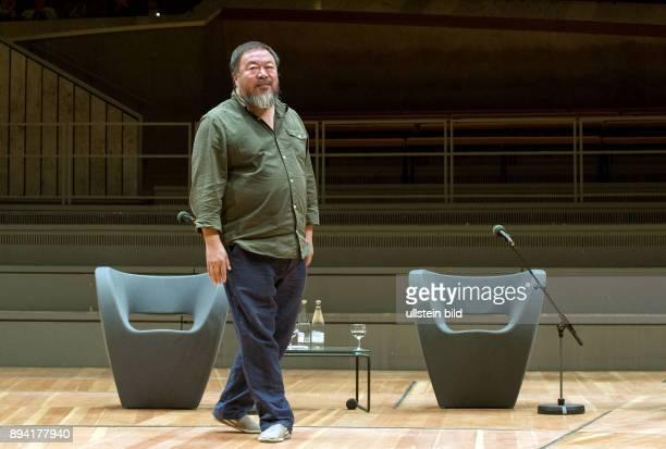 Berlin Philharmonie zum Auftakt des Internationalen Literaturfestivals in Berlin diskutierten der internationale Kunststar Ai Weiwei und...