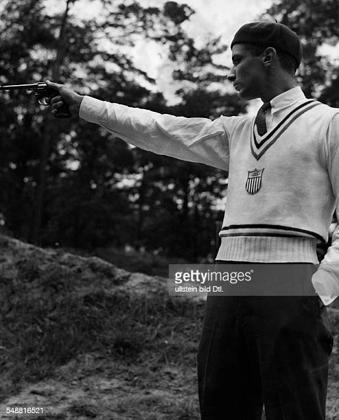 Berlin 1936 Olympics Shooting sports Charles Leonard made 200 of 200 possible circles in the end he is coming second in overall standings here at the...