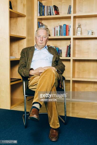 Berlin Alexander Gauland Bundessprecher und Fraktionsvorsitzender der AfD im Bundestag in seinem Büro im JakobKaiserHaus