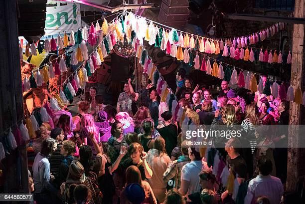 Berlin, , Morning Gloryville Rave, morgendliche Tanzveranstaltung zu Techno-Musik findet monatlich auf dem Berliner RAW-Gelaende im Club Neue Heimat...