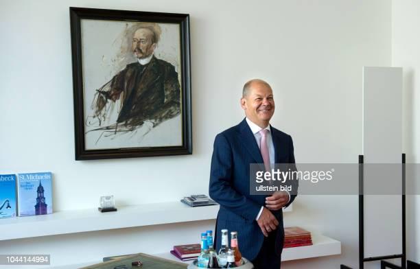 Berlin, , Olaf Scholz , Hamburgs Erster Bürgermeister in seinem Berliner Büro in der Hamburger Landesvertretung