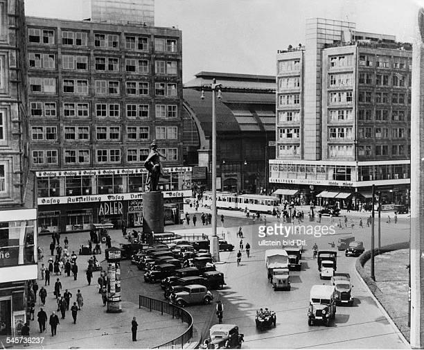 Berlin Alexanderplatz mit Berolina Statue von Emil Hundrieser um 1936
