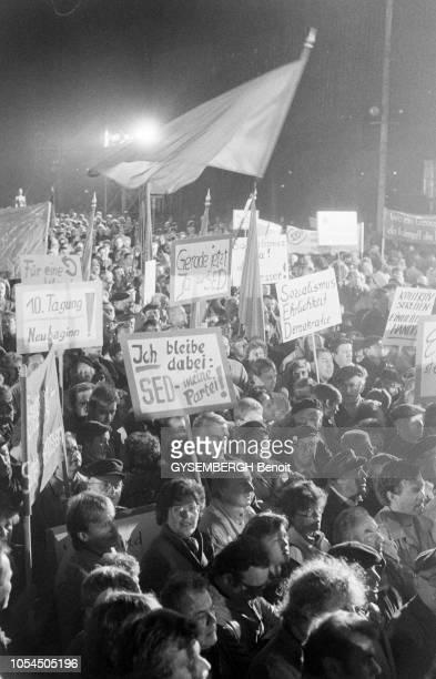 Berlin Allemagne Le Mur de la Honte est 'tombé' dans la nuit du 9 au 10 novembre 1989 Dans les les jours qui suivent des dizaines de milliers de...