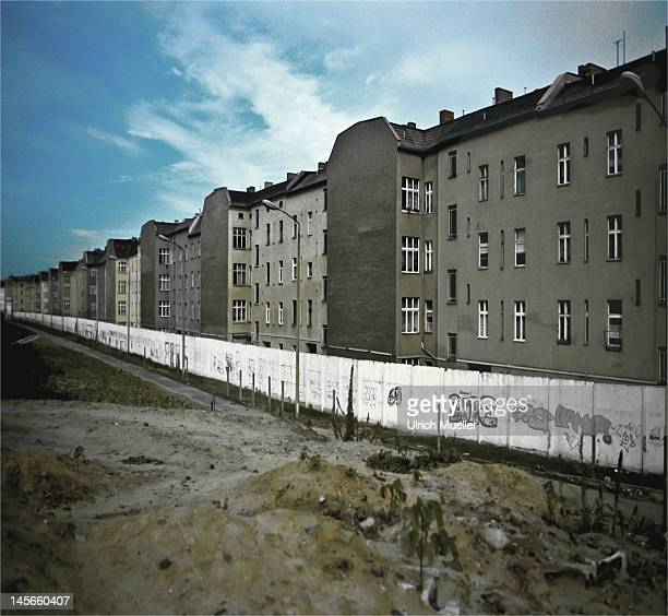 berlin and wall - east germany stock pictures, royalty-free photos & images