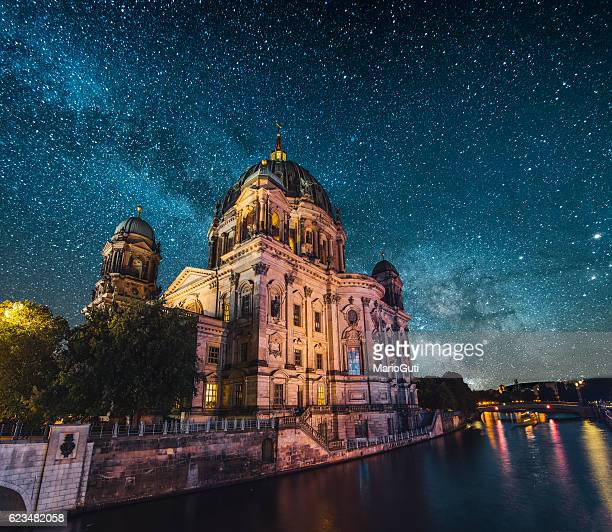 berlin at night - berlin stock pictures, royalty-free photos & images