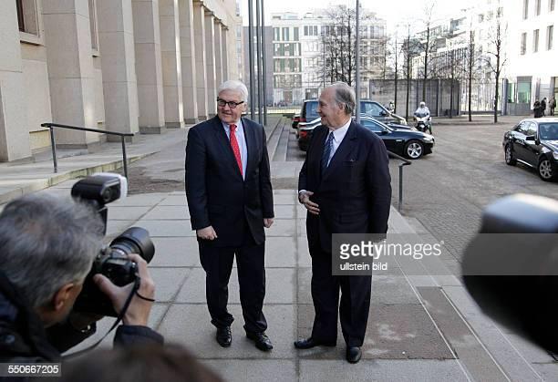 Berlin Auswärtigen Amt Außenminister FrankWalter Steinmeier Prinz Karim Aga Khan Im Mittelpunkt der Begegnung steht die Zusammenarbeit der...