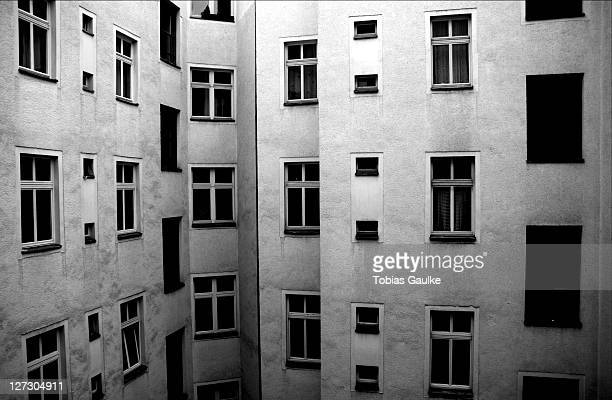 berlin backyard - tobias gaulke stock-fotos und bilder