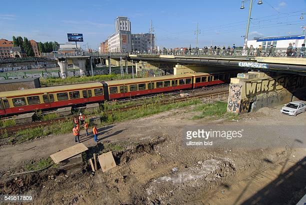 Berlin Baustelle SBahnhof Warschauer Strasse ein Bahnsteig ist bereits abgerissen