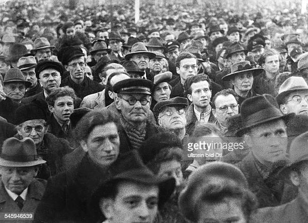 Berlin Blockade Freedom rally at Schoeneberg City Hall on the occasion of the lifting of the blockade: people listening to the speech of Mayor Ernst...