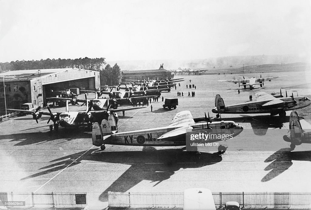 Berlin Blockade Planes of the the type Avro 'York' at Gatow Airport (airport of the Royal Air Force) : News Photo