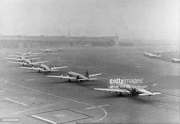 Berlin Blockade Skymaster-planes of the US Air Force at Tempelhof Airport - 3.11.1948