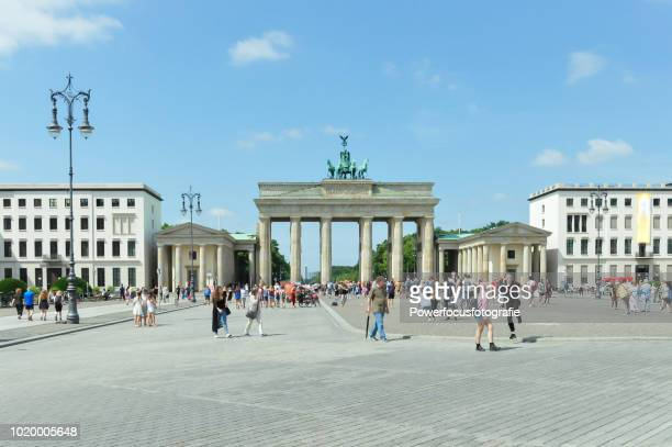 berlin brandenburger tor - central berlin stock photos and pictures