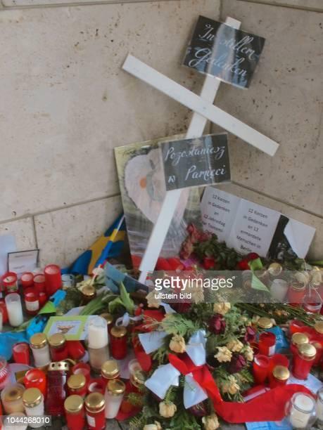 Berlin Breitscheidplatz nach dem Attentat mit einem LKW auf den Berliner Weihnachtsmarkt Attentäter Täter Anis Amri Kondolenz Trauer Blumen Kerzen...