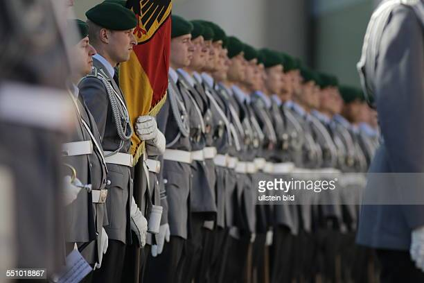 Berlin, Bundeskanzleramt, Empfang tschechischer Ministerpräsident Bohuslav Sobotka durch Bundeskanzlerin Angela Merkel, Foto: Empfang mit...
